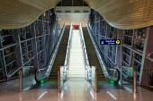 Escalators inside Jumeirah Lakes Tower metro — Stock Photo