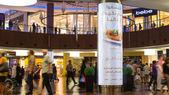People walking inside Dubai Mall. — Stock Photo