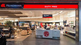 Duty free inside Bologna airport — Stock Photo