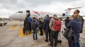 Boarding Austrian Jet airplane. — Foto de Stock