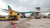 Boarding Alitalia Jet airplane  in Bologna airport. — Stock Photo