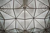 ポルトガル鉄道オリエンテ駅の屋根を表示 — ストック写真