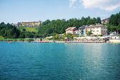 Tourists enjoying Lavarone Lake — Stock fotografie