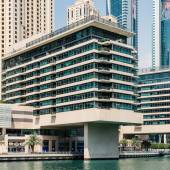 A residential building of Dubai Marina — Stock Photo