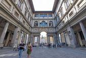 People in front of Uffizi  Gallery. — Zdjęcie stockowe