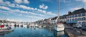 Harbor in a sunny day. — Stock Photo