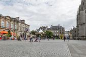 Tourists walking in Pl. Saint-Corentin. — Stock Photo