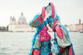 Carnival of Venice, beautiful couple at St. George island — Stockfoto