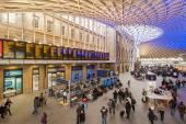People inside King's Cross railway station — Stock Photo