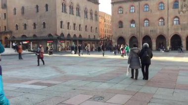 People walking in Piazza Maggiore — Stock Video