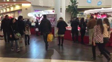 People walking inside Coop Supermarket — Stock Video