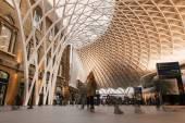 People inside King's Cross railway station — 图库照片