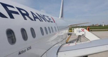 Boarding Air France airplane at Bologna airport — Stock Video
