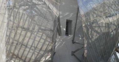 Louis Vuitton Foundation building detail. — Stock Video