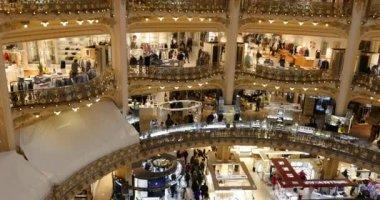 People walking inside Lafayette shopping center — Stock Video