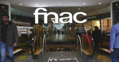 Fnac shop on Champs Elysees — Stock Video