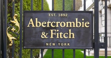 Abercrombie and Fitch clothing store plate — Stock Video
