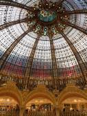Dome inside Lafayette shopping center in Paris — Stock Photo