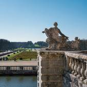 Statue inside the garden of Vaux le Vicomte Castle — Stockfoto