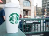 Starbucks Hot beverage coffee — Stock Photo