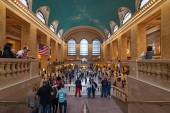 People rushing inside the Main hall of Grand Central Station — Stock Photo