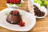 Chocolate pudding with red berries — ストック写真