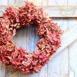 Autumn wreath of faded hydrangea flowers — Stock Photo #55955241