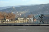 Tbilisi, Georgia-Feb,25 2015:Baratishvili Bridge (formerly Mukhransky) with bronze figures in Tbilisi — Stock Photo
