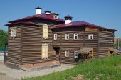 A two-storey log house in the historical quarter. Irkutsk — Stock Photo