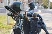Telavi, Georgia - Feb, 28 2015:Mosquito-faucet with keg and rested man in cap - original bench-sculpture in Telavi. Georgia — Zdjęcie stockowe