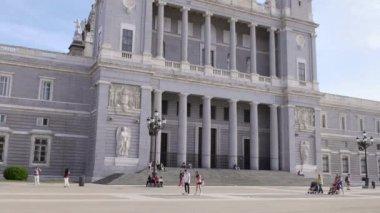 Plaza de la Catedral Almudena. — Stock Video