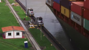 5of19 Panama city, boat, cargo ship, vessel, transport, containers, canal — Stock Video