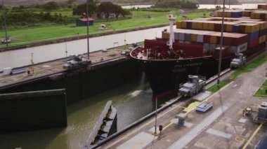 7of19 Panama city, boat, cargo ship, containers, canal — Stock Video