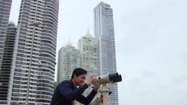 7of10 Asian business man with binoculars, manager looking at city — Stock Video