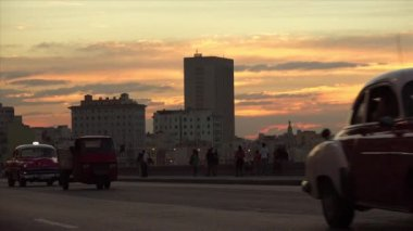 Cuba La Habana Havana View Of Vintage Cars Traffic On Malecon 4K — Stock Video