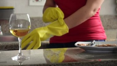 Woman  Washing Dirty Dishes — Stock Video