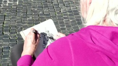 Artist Woman Painting Drawing Fountain Monument Piazza Navona Rome Italy — Stock Video
