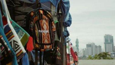 2 People Walking In Tourist Market Casco Antiguo Panama — Stock Video