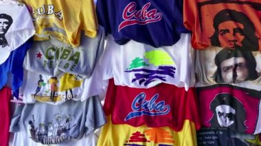 Souvenirs And Gifts At Market In Varadero Cuba — Stock Video