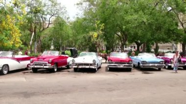 Old Cars Parked In The Streets Of Havana Cuba — Stock Video