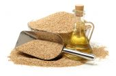 Sesame and oil — Stock Photo