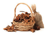 Boletus mushrooms in wicker basket — Stock Photo
