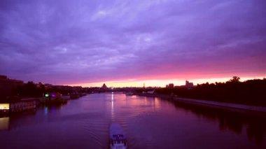 莫斯科河上的日出. — 图库视频影像