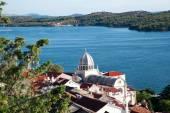 美しいアドリア海湾、スプリット、クロアチアの近くの村 — ストック写真