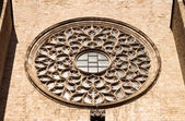 Rose window of St Mary of the Sea cathedral in Barcelona. — 图库照片