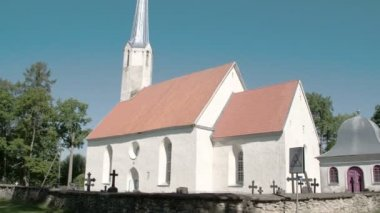 An old white church from a small town in Viake-Maarja FS700 Odyssey 7Q — Stock Video