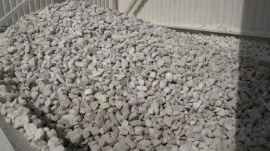 Hundreds of limestones in a splinter — Stock Video