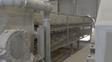 A machine used for transferring rocks — Vidéo