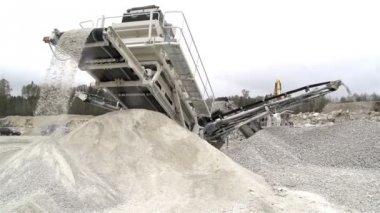 A huge equipment for tranferring rocks — Stock Video
