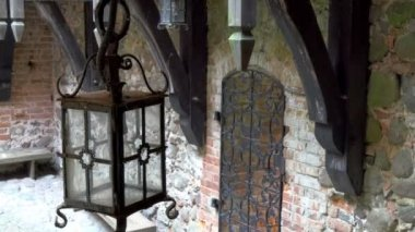 The old lamp inside the big old castle in Trakai — Stock Video